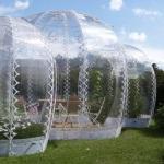 浮き立つ泡のような近未来の温室「Invisible Garden House」