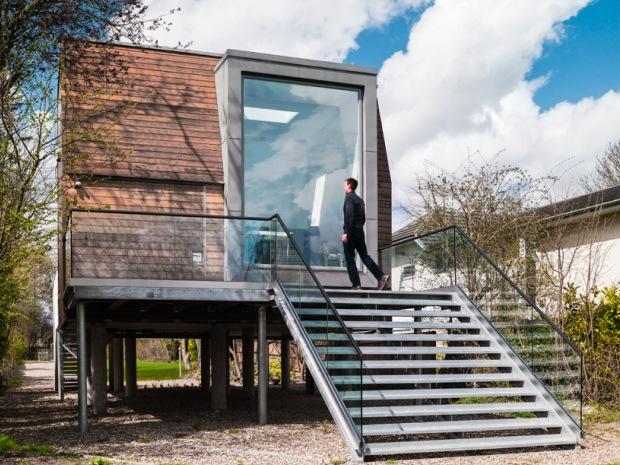 川と共存する、気の利いた快適な住まい「elevates chiquet flood house」