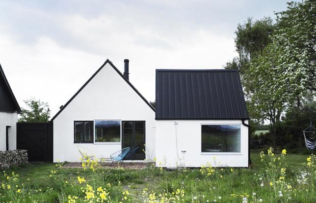 素敵な別荘に生まれ変わった農家の納屋「SUMMERHOUSE SKÅNE」