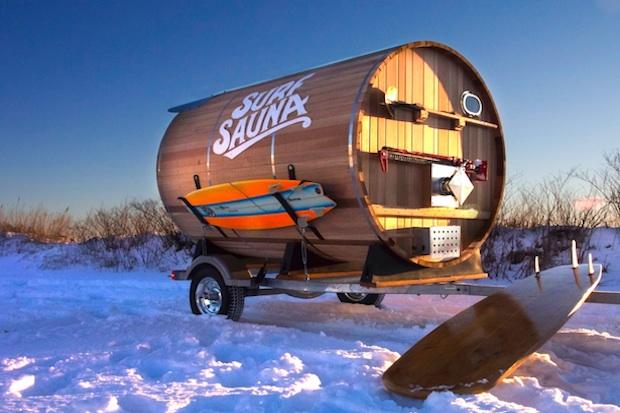 極寒の海に挑むサーファーをサポートする移動式サウナ「surf sauna」