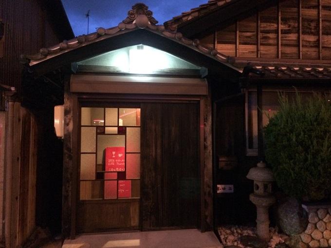 伊勢市駅近くにある築70年以上の古民家を改装したバーRecipeもおすすめのお店です。