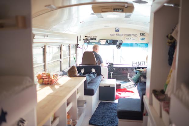 bus.06