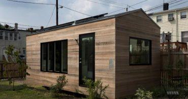 小さいけれど狭くない、空間を大きく使うスモールハウス「A TINY STUDIO DWELLING」