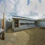 屋内と屋外を融合させるための家「Compact Australian Home Clad in Steal and Concrete」