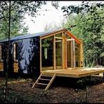 一日で建築可能、ロシアの森の小さな家「A MODULAR TINY HOUSE FROM RUSSIA」