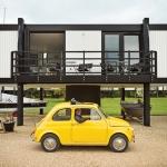 15坪でも快適です、船も収容できる海辺のお家「The Deckhouse」