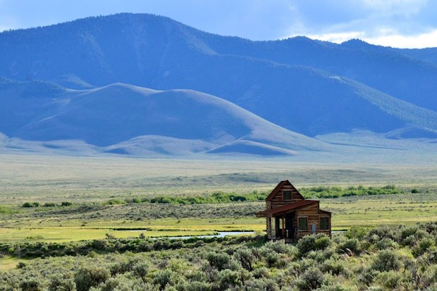 ここに家がある意味、大草原の豆つぶハウス「LITTLE LOST CABIN」