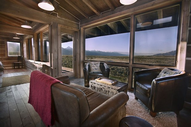 clark-stevens-little-lost-cabin-interior5-via-smallhousebliss