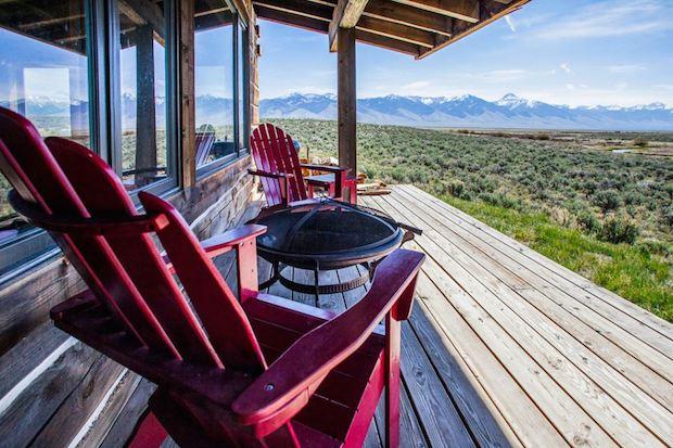 clark-stevens-little-lost-cabin-porch1-via-smallhousebliss
