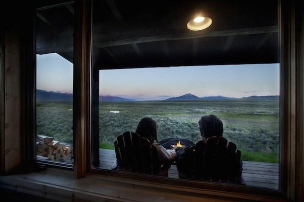 clark-stevens-little-lost-cabin-porch2-via-smallhousebliss