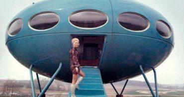 北欧に飛来した、まるでUFOみたいなプレハブハウス「Futuro House」