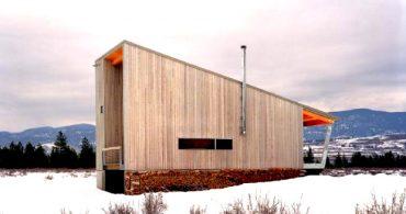 雪の中でもあたたかく過ごす、木目が優しい雪原の家「Methow Cabin」
