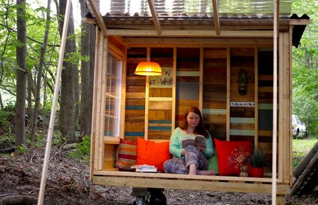 ひとりで過ごす大人の時間、湖の小さな書斎「Professor's Micro Study Pod」