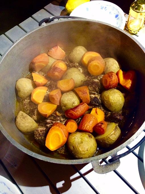 じっくり煮込んだ鶏肉はお箸でつかんだ瞬間にちぎれるぐらいにほろほろ。