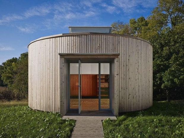 Barnsworth-Exhibition-Center-photo-credit-Dave-Burk-Hedrich-Blessing-front-door
