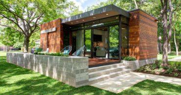 木漏れ日のテラスがまぶしい、湖のほとりの家「lake austin cabin」
