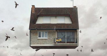 受信と返信。かつてのパリに何を見る?「Flying Houses」