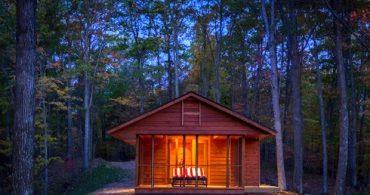 日常から脱出する空間、移動もできる森の小屋「ESCAPE」