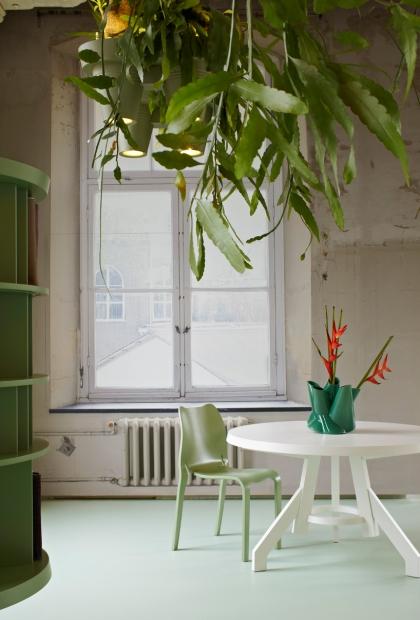 roderick-vos-bucketlight-plant-fixture-designboom05