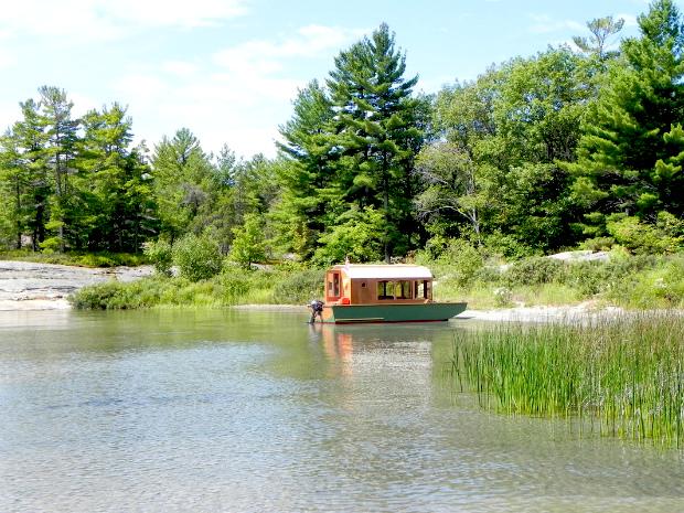 家族の夢を乗せた小さなボートハウス「DIANNE'S ROSE」