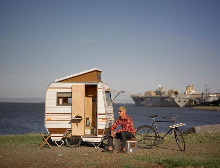 脆弱な社会に警鐘を鳴らす、アメリカ人作家による避難所の集合体「Home in the weeds」