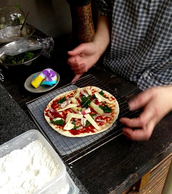 こちらは以前いらっしゃったパン屋さんでのピザパーティの様子。天然酵母を使った生地で最高においしかった!