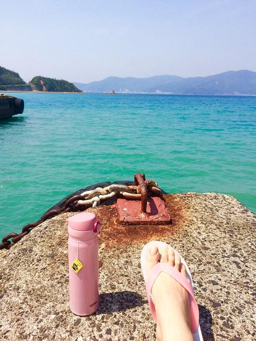 水筒にお茶を詰めて散歩に行けば、いつまで見ても見飽きない海。