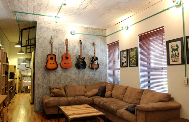 家具デザイナーと料理好きの二人がガレージ付き賃貸を劇的リノベ!「Adam and Evan's Brooklyn Loft」