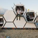 音楽フェスで大活躍!蜂の巣型キャンピングハウス「B-and-Bee Camping」