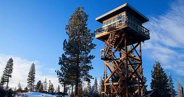 仲間と共有する極上の冬の贅沢「Clear Lake Butte Lookout」