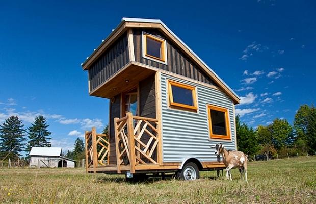 車で引いてどこへでも、若きファーマーの住まいは7㎡の極小コテージ「Gnomadik Micro Cottage」