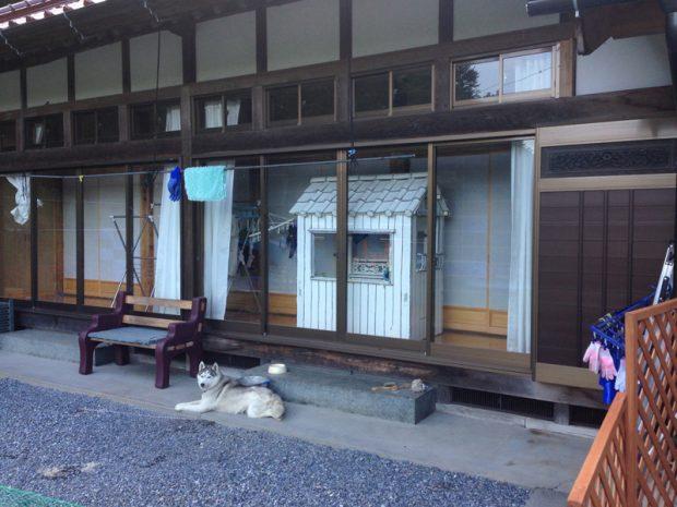 2014年6月30日 岩手県大船渡市の一軒家の縁側を借りた