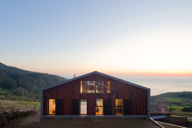 木のシルエットが浮かび上がる、プレハブハウス「Prefabricated Nature」