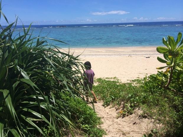 友人がお子さんとともに来てくれたときの写真。 祖母は青い海を見たことがあったのかな、とふと考えたり。