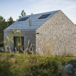 伝統的な石の家とコンクリートによるオシャレな化学反応「compact karst house」