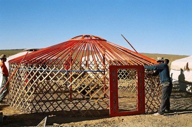 http://commons.wikimedia.org/wiki/File:Yurt-construction-2.JPG