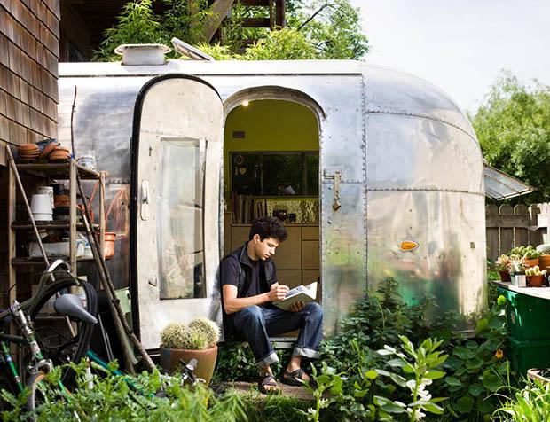 1959年製のキャンパーをリノベーション、歴史に身を委ね自由に暮らす「The Airstream Life」