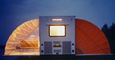 カンタン設営で機能的な、キャンプ用キャラバン「The Markies」