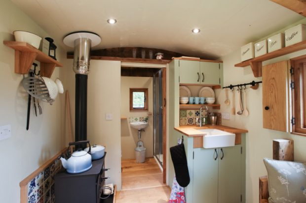 Bracken-Hut-at-Hesleyside-Huts-Full-Interior-750x500