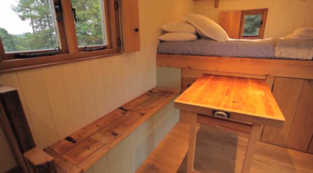 Transforming-Dining-Space-Bracken-Hut-at-Hesleyside-Huts-750x416