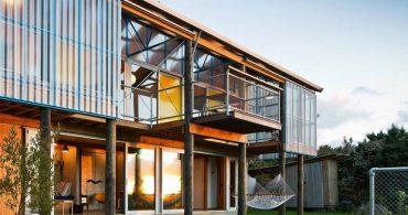 若手建築家三人が仲間と作った、工夫で一杯のハンドメイドハウス「THE DOGBOX」