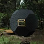 裏庭に転がる、親子のアクティビティのための多面体の小屋「Habitable Polyhedron」