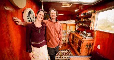 4m × 2.5mの移動空間でシンプルに生きる2人「Wonderful Tiny House Truck」