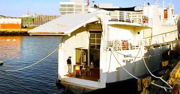 波に揺られながら働き、暮らす。古いフェリーを改装したSOHOスペース兼住まい「Ferry Live/Work Space」