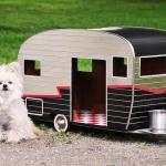 次はどこへ行く?可動式のキャンプ・トレーラー型のペット小屋「Pet Trailers」