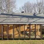 オランダの木々に囲まれた休養のための家「Recreation House Near Utrecht 」