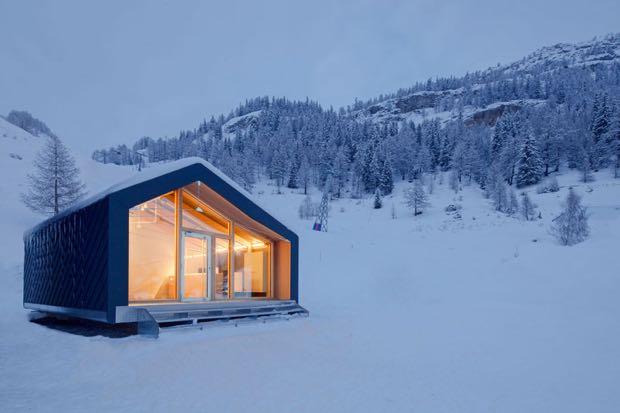 アルプス一万尺、雪山でも快適に過ごせるプレハブ「LEAP factory『S3』」