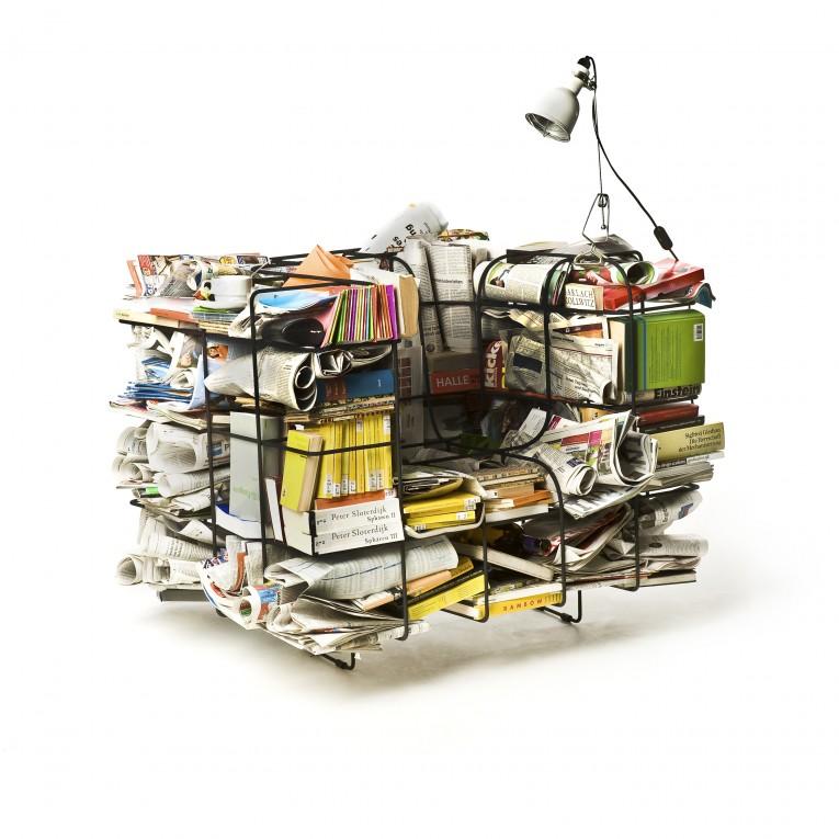 本やぬいぐるみに小物まで、好きな物を詰め込んで自分でカスタムできるソファー「Comfy Cargo Chair」