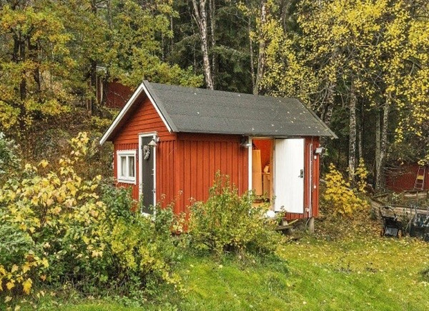 tiny-farm-cottage-bath-house-01-600x402