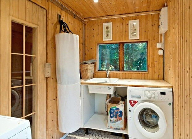tiny-farm-cottage-bath-house-04-600x403